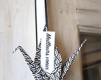 Porte-bonheur japonais origami, grue en papier washi noir et blanc - oiseau messager, crane, idée cadeau invité, cadeau famille, réveillon