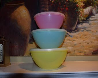 Vintage Tupperware Pastel Nesting Bowls with Lids Set of 3 Yellow Blue Pink