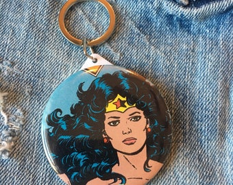 Wonder Woman, button mirror keychain, pocket mirror, 58mm keychain, Wonder Woman keychain, vintage comic book