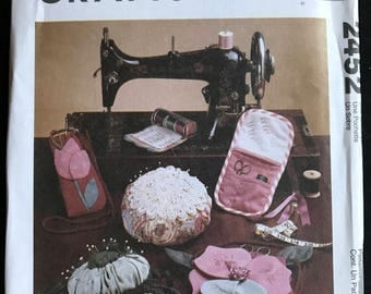 McCalls 2452 - Sewing Accessories with Tulip, and Lilly Flower Designs