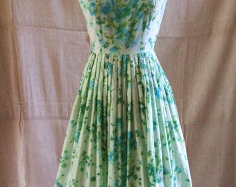 Fabulous lightweight 1950's Vintage Dress