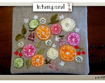 Pouch citrus hand embroidery on linen