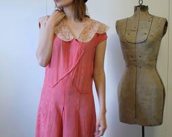 1920s Dress / Vibrant Flapper Dress / Moire Silk / Raspberry Pink / Cream Scallop Lace Collar / Art Deco / Vintage 20s