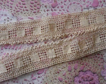 Vintage 1980s 0.90 meter lenght, cotton and 3.00 cm wide beige lace.