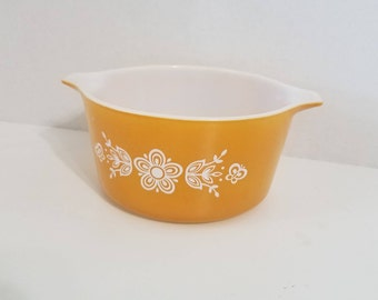 Vintage Pyrex Butterfly Gold, 1 quart casserole dish
