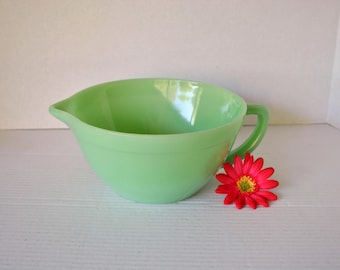 Vintage FIRE KING Jadite/Jadeite Batter Bowl Mixing Bowl with Pour Spout and Handle, Pristine Jadite Green Pitcher Bowl