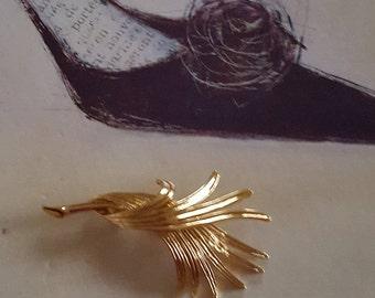 Vintage Monet Brooch - Monet Pin - Monet Wheat Pin - Wheat Sheaf - Gathered Wheat Pin - Modernist Brooch - Gold Tone Jewelry - Vintage Pin