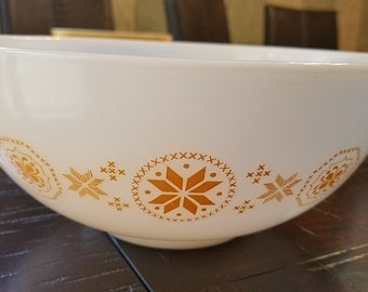 Vintage Pyres 2 1/2 qt. white bowl with town and country pattern