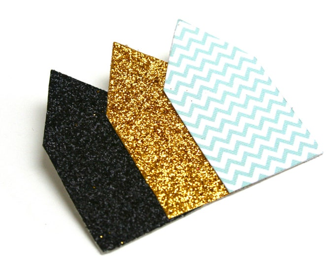 Brooch geometric glitter and Chevron glitter houses black, gold, turquoise green Chevron mint, on canvas