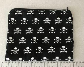 Black with skulls Make up bag