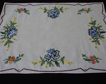 French vintage handmade white embroidered linen doily (04889)