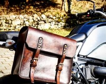 Side bag in dark walnut coloured leather.