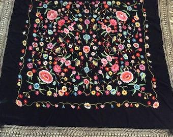 Vintage Spanish shawl Manton de Manila Piano shawl drape festive scarf wedding bedding furniture floral white silk coverlet drape