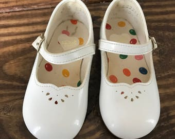 Vintage Dyna Kids white patent mark janes toddler girls shoes size 4