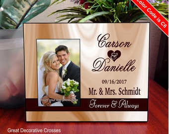 Personalized Mr. and Mrs. Wedding Picture Frame, Custom Gift to the New Couple, Gift to Husband and Wife, FWA011