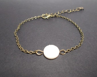 Bronze bracelet, white mother of Pearl round bead