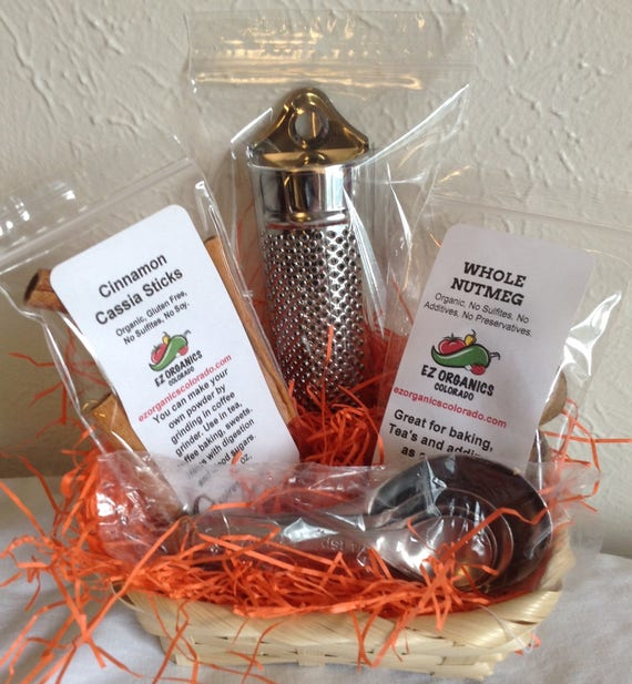 Organic Spice Grater with Cinnamon Sticks and Nutmeg and Measuring spoons