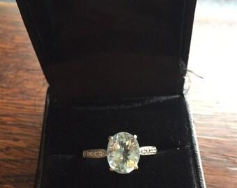 STUNNING 9ct white gold aquamarine and diamond ring