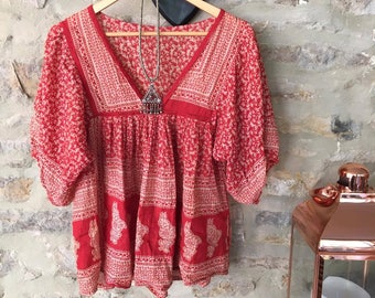 Daydream Believer' Vintage Red Paisley Printed Patterned Smock Top UK Size 10 Folk 70s Festival