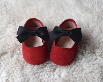 Red Baby Girl Shoes, Leather Baby Moccasins, Baby Booties, Infant Crib Shoes, Baby Shower Gift, Baby Girl Gift, Baby Moccs, Newborn Shoes
