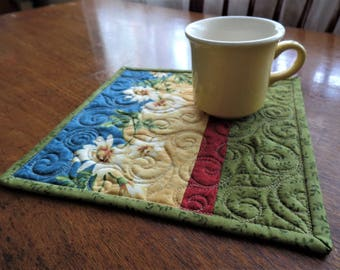 Quilted Mug Rug, Daisy Mug Rug, Snack Mat, Candle Mat, Secret Sister, Teacher, Hostess, or Co-Worker Gift