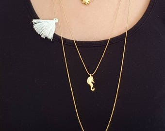 24k gold plated layer necklaces with a turtle, a seahorse and a little elephant charm. Make your choice by buying 1, 2 or 3 necklaces.
