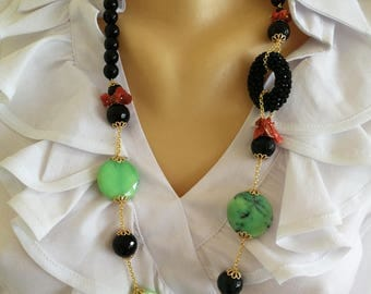 Chrysoprase and onyx hard stones necklace