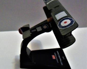 Vintage metal model plane with stand -- 1917 Sopwith Camel -- UNITED KINGDOM 1:72