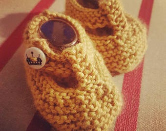 T bar knitted baby booties