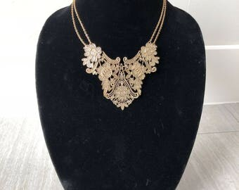 Fancy gold collar necklace