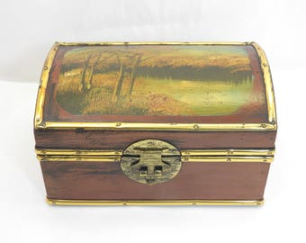 A hand painted jewellery casket