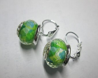 Sleeper earring with a glass bead inlay of flowers