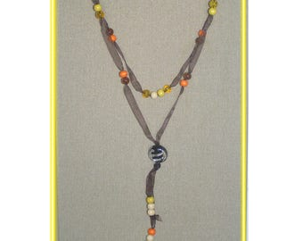 Long necklace in yellow and orange beads and black organza