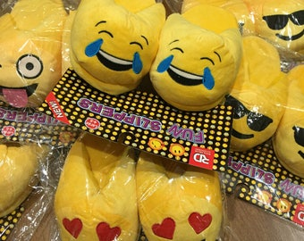 Emoji Slippers! Size Medium 2-3! Great for ages 6-8!