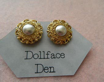 Vintage Button earrings Filagree Gold tone