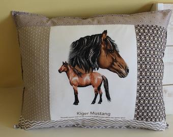 Horse pillow / KIGER MUSTANG