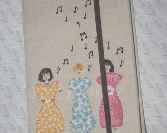 """Notebook A5 embroidered with """"choir"""" seed beads and white fabrics"""