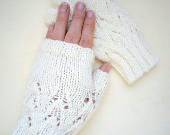 Unbleached mittens women hand knit
