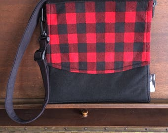 Small bag has black adjustable / rabst aerified red and black/made handmade in quebec/materials salvaged, recycled