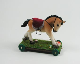 Dollhouse miniatures, Dollhouse riding and Ziehtier foal in miniature 1:12, toys for the child's Doll House.