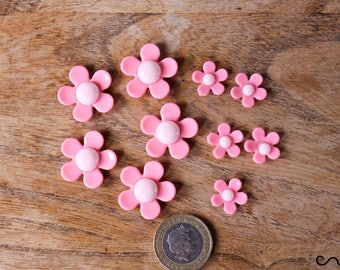 10 x Pink Daisy Plastic Flat-back Flower Cabochon Embellishment Deco