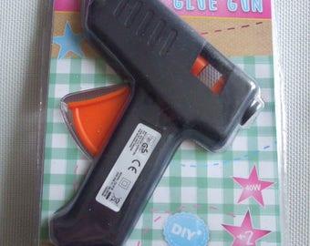 GUN STICKS + 2 INCLUDED GLUE STICKS
