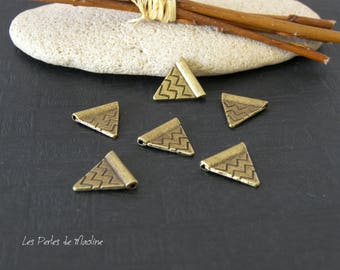 Set of 4 Metal beads form Triangle patterned - Bronze - 14 x 15mm - ref:a686