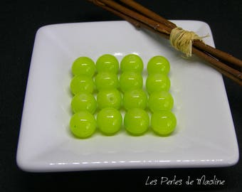 A set of 4 round beads - lime green - 10mm - ref:gb1 - 4