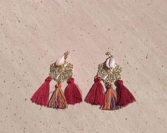 Boucles d'oreilles Estampe en plaqué or et coquillage Cauri Rouge
