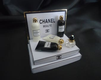 Shopdisplay Chanel bath and shower 1/12th scale