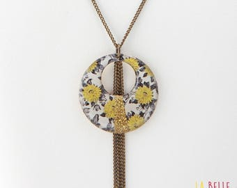 fantasy necklace round resin flower pattern black and mustard yellow and straw