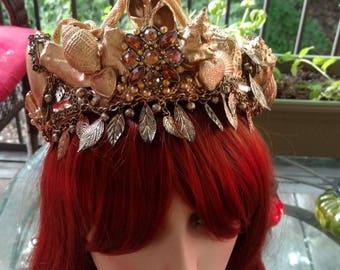 Gold crown of shells