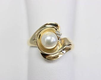 4K Yellow Gold Free Form Cultured Pearl Ring With A Diamond Accent