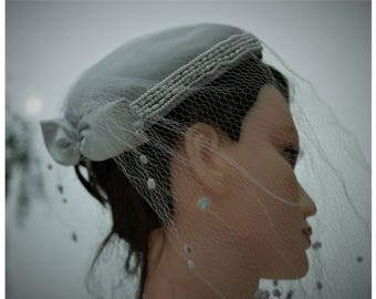 Vintage Fascinator hat/Birdcage 80s/sheer silk/pearl grey color/veils/formal hat